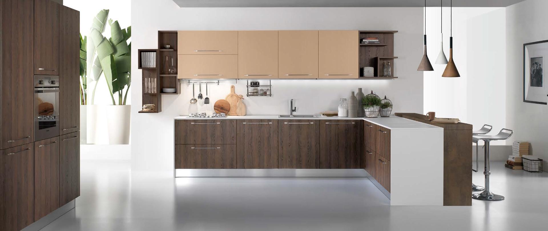 Qualit cucine trendy cucina in legno massello colore noce for Cucine pertinger